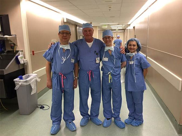 Another great pic with our visiting surgeons from Bangkok.